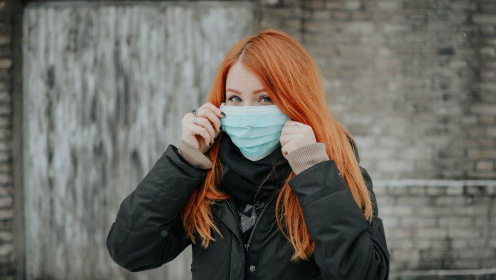 Cum îți îngrijești tenul după purtarea măștii de protecție